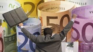 Бизнесмен радуется огромным купюрам евро