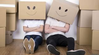 Переезжающие в ящиках на голове