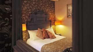 Quarto do hotel La Tour d'Auvergne