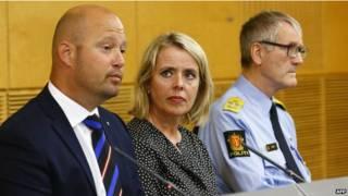 النرويج (رئيسة الاستخبارات تتوسط وزير العدل ورئيس الشرطة)
