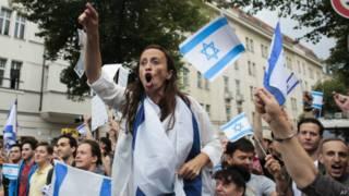 Manifestante pró-Israel em Berlim, 25 de julho   Foto: AP