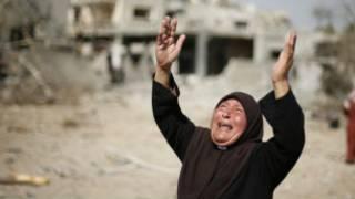 Wata mata a Gaza na kuka