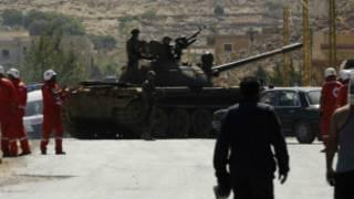 دبابة للجيش ومسعفون في عرسال