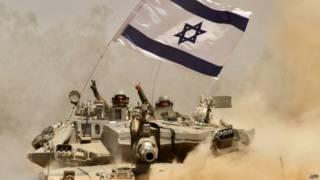 Israelenses em tanque (foto: AFP)