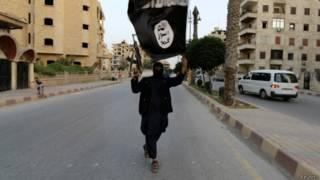 Combatente do Isis (foto: Reuters)