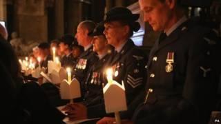 Vigilia con velas en la Abadía de Westminster