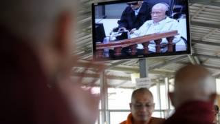 柬埔寨特别战争罪法庭判处两名前红色高棉领导人终身监禁(资料照片)