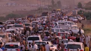 Wayazidi wakikimbilia Irbil, mji mkuu wa jimbo la Wakurd, kaskazini mwa Iraq