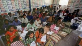 Sala de aula na Índia. Foto: BBC
