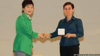 إيرانية تصبح أول امرأة تتوج بأعلى جائزة في الرياضيات