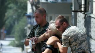 Раненая женщина в Донецке