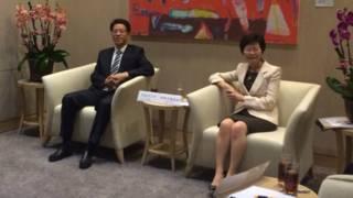 香港中聯辦主任張曉明8月15日下午與民主黨立法會議員會面