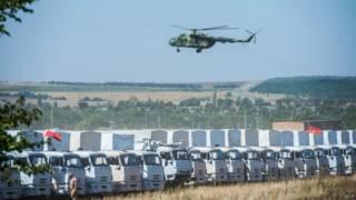 Comboio russo aguarda liberação para entrar em território ucraniano (Foto: AFP)