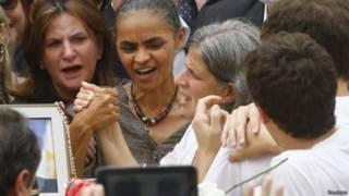 Marina Silva ao lado da mulher de Campos, Renata (Reuters)