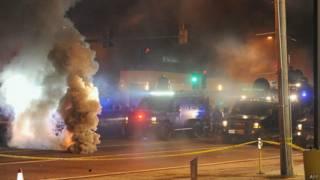 Disturbios en Ferguson la noche del domingo.