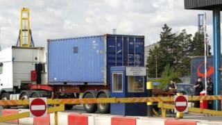 发现非法移民的集装箱