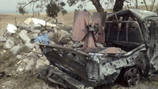 Уничтоженный авиаударом автомобиль джихадистов в Ираке
