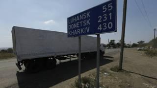 """грузовик из """"гумконвоя"""" в Изварине"""