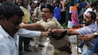 झारखंड मुक्ति मोरचा और भारतीय जनता पार्टी के कार्यकर्ताओं के बीच टकराव