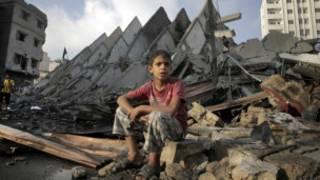 Wani yaro kan buuraguzan bene a Gaza
