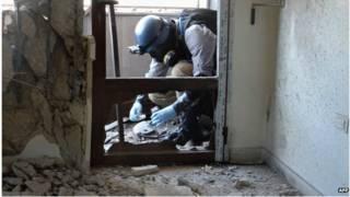 सीरिया की राजधानी दमिश्क के घाउटा में संयुक्त राष्ट्र इंस्पेक्टर, 2013