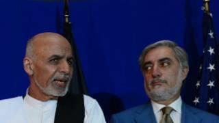 Accord de partage du pouvoir en Afghanistan: Ashraf Ghani (à gauche)  devient président et Abdullah Abdullah nomme le PM.