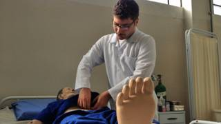 Edward Jean Lirani, cursando enfermagem no Pronatec   Crédito: BBC Brasil