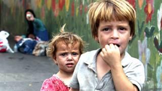 Niños refugiados sirios mendigando en las calles de Beirut