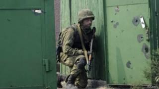 جندي من القوات الأوكرانية