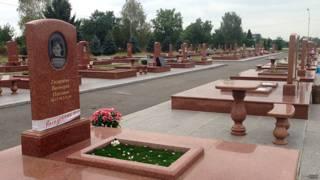 Могилы детей, погибших при теракте в Беслане