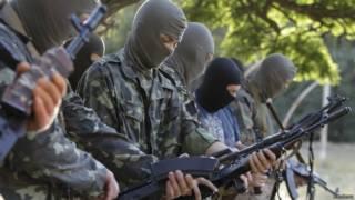 Voluntários treinam com forças ucranianas (foto: Reuters)