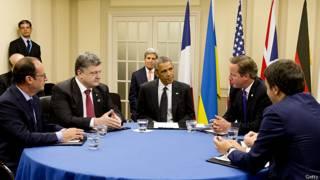 Líderes da Otan se encontram com presidente ucraniano Petro Poroshenko neta quinta-feira (EPA)