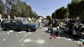 Depuis plus d'un mois, les rebelles campent sur la route de l'aéroport de Sanaa.