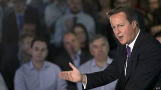 Британский премьер Дэвид Кэмерон встречается с избирателями в Эдинбурге 10 сентября 2014 г.