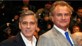 好萊塢影星克魯尼(左)