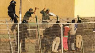 Migrantes intentan cruzar