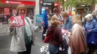 反对苏格兰独立的宣传摊。