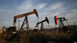 Pozo de extracción de petróleo en California