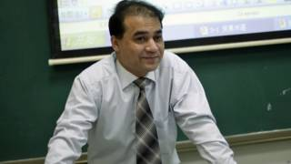 伊力哈木在课堂上(资料图片)