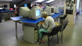 Internet café na Rússia (Foto: BBC)