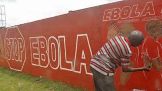Либерийский художник с плакатом