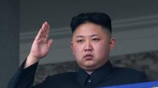 Лидер КНДР Ким Чен Ын на военном параде в 2013 г.