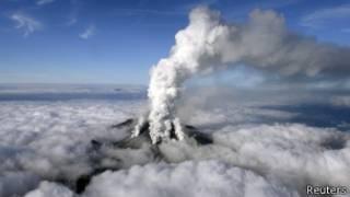 ஜப்பானிய எரிமலை வெடிப்பில் 30க்கும் அதிகமானோர் பலி
