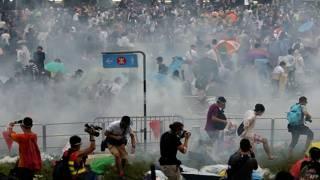 催泪弹驱散示威者