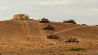 دبابات تركية على الحدود