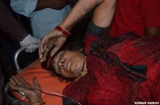 गोरखपुर में रेल हादसे में घायल हुए लोग