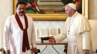 pope_francis_mahinda_rajapaksa_