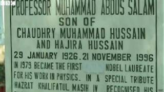 पाकिस्तानी वैज्ञानिक प्रोफेसर अब्दुस सलाम की कब्र