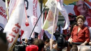 Dilma em comício de campanha (Reuters)