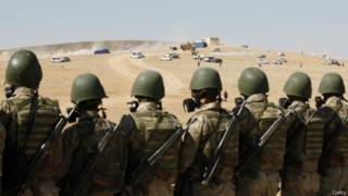 Турецкие солдаты на границе у Кобани